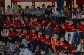 Znany piłkarz odwiedził uczniów gimnazjum