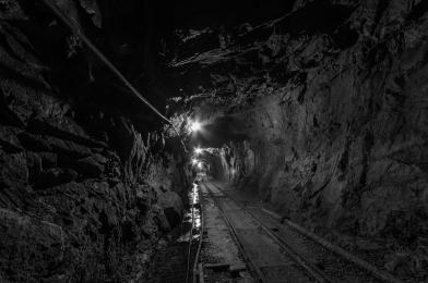 Wstrząs w kopalni Rydułtowy. Jeden górnik nie żyje, a ośmiu zostało rannych